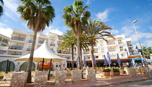 Apartamentos es canyer playa de es cana santa eulalia ibiza - Apartamentos santa eulalia ibiza ...